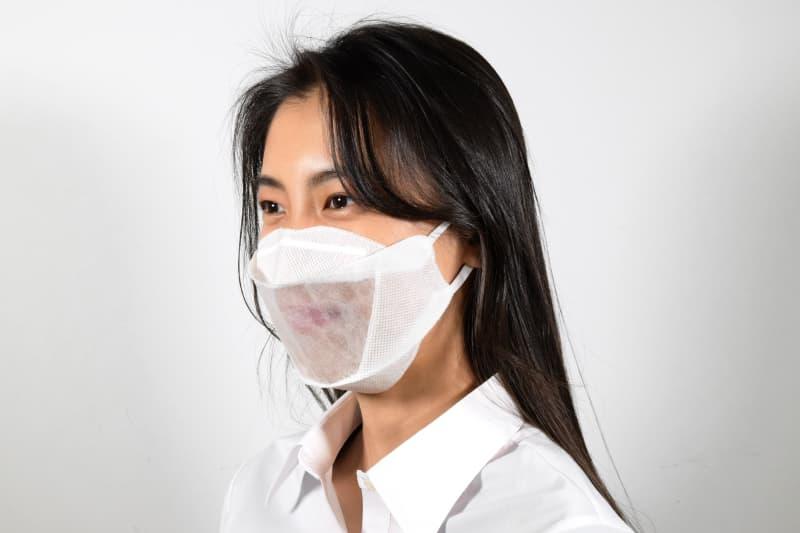 「笑顔が見えないという問題を解決した、笑顔が見えるマスク」をコンセプトにした卒業制作